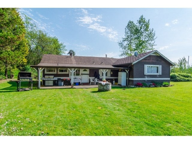 9857 MCKINNON CRESCENT - Fort Langley House with Acreage for sale, 3 Bedrooms (R2060733) #1